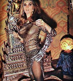 Who: Talitha Getty, nee Pol What: Actress/model, socialite, and wife of John Paul Getty II When: 1940 - 1971 Why: Talitha was the leading lady of the bohemian jet-set and is credited with pioneering the boho-chic style, influencing generations of des Talitha Getty, Seventies Fashion, 1960s Fashion, Vintage Fashion, Timeless Fashion, Weird Fashion, Boho Fashion, Morocco Fashion, Fashion Beauty