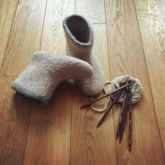 My new selfmade sheep wool valenki boots! Cosy feet at home guaranteed!!! ❤️. #sheepwool #wool #knitting #knitted #handmade #diy #valenki #russianboots #boots #shoes
