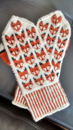 Knitting Projects, Crochet Projects, Knitting Patterns, Knit Mittens, Mitten Gloves, Knit Art, Yarn Inspiration, Fun Hobbies, Clothes Horse
