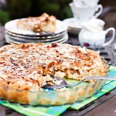Pehmeä omena-marenkitorttu Finnish Recipes, Sweet Pastries, Sweet Pie, Dessert For Dinner, Dessert Recipes, Desserts, Dairy Free Recipes, Nutritious Meals, Food Inspiration
