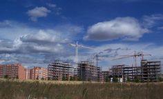 Según Euroval, las hipotecas constituidas, los ingresos y gastos de construcción o las transacciones están muy por debajo de las de hace 10 años. En Andalucía, Murcia o Comunidad Valenciana la actividad inmobiliaria ha pasado del 100% en 2004 a sólo el 13% en la actualidad.