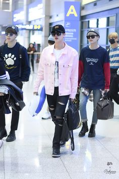 160329 BTS Jin at Dubai International Airport © pink piece do not edit, crop, or remove the watermark Jimin, Bts Jin, Bts Bangtan Boy, Seokjin, Bts Airport, Airport Style, Airport Fashion, K Fashion, Korean Fashion