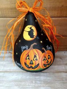 Arts And Crafts House Style Info: 6521297107 Halloween Gourds, Halloween Rocks, Fall Halloween, Halloween Crafts, Halloween Decorations, Halloween Tips, Decorative Gourds, Hand Painted Gourds, Painted Pumpkins