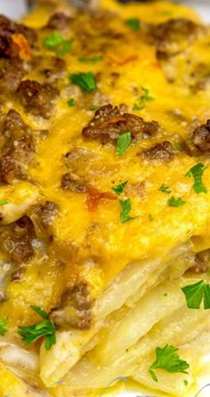 Cheesy Beef & Potatoes Casserole Recipe ~ Flavorful ground beef with sliced potatoes in a creamy and cheesy sauce... A real comfort meal