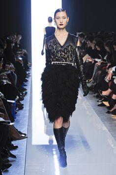 BOTTEGA VENETA automne 2012 robe de Cocktail noir avec jupe à plumes et mousseline de soie corsage sans manches avec résumé Applique....!!!