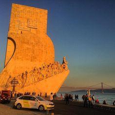 Catching the last rays / Padrão dos Descobrimentos / #Belém #Lisbon #Portugal / #sunshine #sunset #architecture #history #city #cityview #river