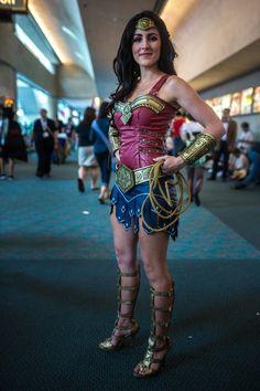 Cosplay Manga Costume The Comic-Con 2013 Cosplay - Wonder Woman - Dc Cosplay, Best Cosplay, Cosplay Girls, Cool Costumes, Adult Costumes, Halloween Costumes, Costume Ideas, Halloween Party, Wonder Woman Cosplay