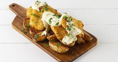 Fish fingers by Greek chef Akis Petretzikis! A quick and easy recipe for the well-known fish sticks or fish fingers with French fries, aioli sauce and herbs! Fish Finger, Finger Foods, Aioli Sauce, Fish Sticks, Muffins, French Fries, Cooking Classes, Fish And Seafood, Quick Easy Meals