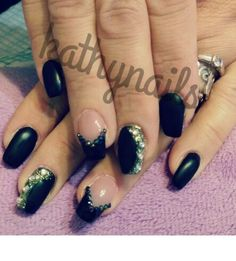 Nails black french