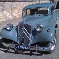 Citroen ! Vintage Cars, Antique Cars, Art Deco Car, Automobile, Traction Avant, Citroen Traction, Citroen Car, Car Purchase, Cute Cars