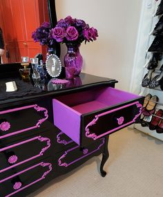 Hexotica: DIY: My Pop-Gothic Glossy Black and Violet Re-Vamped Dresser ~~I painted my old dresser black and purple like this. Except I painted the top of the dresser purple. It needs to be repainted so I might paint it black now. Funky Furniture, Furniture Makeover, Painted Furniture, Purple Furniture, Gothic Furniture, Furniture Nyc, Furniture Outlet, Luxury Furniture, Bedroom Furniture