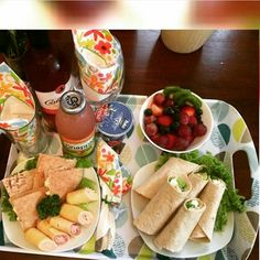 Ideas desayunos para regalar ♡ Más Breakfast Basket, Breakfast Tray, Breakfast Items, Valentines Breakfast, Healthy Snacks, Lunch Box, Food And Drink, Ethnic Recipes, Gifts
