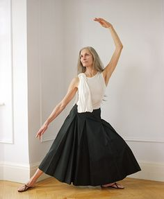 simply elegant Style And Grace, Style Me, Daphne Selfe, Salt And Pepper Hair, Dying My Hair, Long Gray Hair, Like Fine Wine, Advanced Style, Ageless Beauty