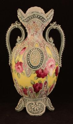 NIPPON Moriage Vase, Red Roses on Yellow
