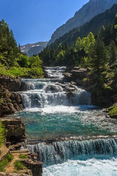 Valley of Ordesa ,, huesca, Spain. But what a beautiful landscape., A good place to vacation and be in contact with nature . Beautiful Waterfalls, Beautiful Landscapes, Places To Travel, Places To See, Places Around The World, Around The Worlds, Beautiful World, Beautiful Places, Photos Voyages
