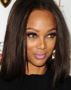 Does This Pic of Tyra Banks Prove That Warm Skintones CAN Wear Cool Makeup? It only looks okay a low resolution, but too close, and some rules are there for a reason! Brown Hair For Cool Skin Tones, Warm Brown Hair, Brown Hair Colors, Dark Brown, Tyra Banks Hair, Lavender Lipstick, Celebrity Makeup Looks, The Beauty Department, Dye My Hair