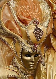 ~Gorgeous peach and gold mask~ Venetian mask ♔PM Venetian Carnival Masks, Carnival Of Venice, Venetian Masquerade, Masquerade Ball, Masquerade Attire, Masquerade Costumes, Venice Carnivale, Venice Mask, Venitian Mask
