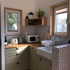 green kitchen counters /// small kitchen spaces Glass Kitchen, Green Kitchen, Wall Mounted Wood Shelves, Song Of Style, Cute House, Tiny House, Dream Apartment, Humble Abode, House Rooms