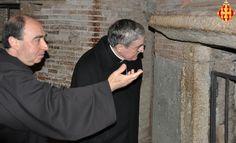 El vicerector ensenya la basílica al Cardenal