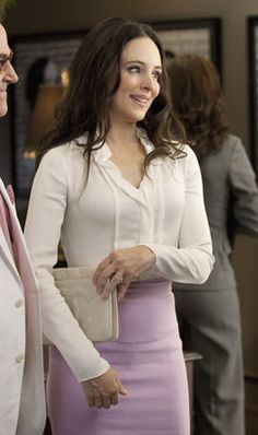 Victoria Grayson is ready for anything in a crisp white blouse and pale pink pencil skirt. Fashion Tv, Fashion Beauty, Victoria Grayson, Madeleine Stowe, Revenge Fashion, Pink Pencil Skirt, Classic Actresses, Parisian Chic, Revenge Tv