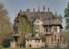Château abandonné près du village quelques kilomètres de la ville d'Anvers en Belgique.