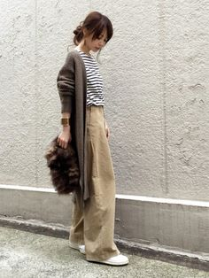 Pants and stripes Tokyo Fashion, Dope Fashion, Womens Fashion, Casual Outfits, Fashion Outfits, Leggings Fashion, Swagg, Minimalist Fashion, Autumn Winter Fashion