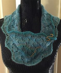Free Pattern for Easy 4 Row Repeat Gossypium Cowl - Versatile infinity scarf knit in a 4 row repeat lace pattern. Designed by Jenn Kinzel Rated very easy by Ravelrers. Pictured project by Donnaputer who knit a longer cowl in DK. Infinity Scarf Knitting Pattern, Lace Knitting Patterns, Knitting Stitches, Cowl Patterns, Knitting Machine, Mini Mister, Crochet Shawl, Crochet Lace, Knit Cowl