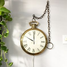 What These Old Things Online Vintage Shop Gold Pocket Watch, Alice In Wonderland Theme, Vintage Home Decor, Vintage Shops, Old Things, Vintage Fashion, Vaporwave, House Styles, Glitters
