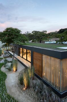 """This eco-minded home in Sao Paulo raises the bar for prefab. Made of recyclable materials and equipped with smart home technology """"Syshaus"""" is design by Sao Paulo studio Arthur Casas Design Container Home Designs, Container Homes, Modern Prefab Homes, Modular Homes, Minimalist Architecture, Modern Architecture, Studio Arthur Casas, Green Design, Prefab Buildings"""