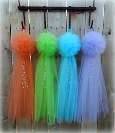 ~PRICE LISTED IS PER BOW~ White Tulle and Pearl Pew Bows! These are my original pom pew bows, with pearl embellishments. A braided 6 inch loop on top gives it the look of a bridal veil and makes it easy to slip on pew hooks or Chavari chairs. The full pom on top is 6 inches wide and the