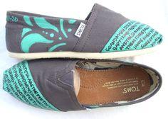 Matthew 28:19-20 on right shoe, Romans 10:15 on left