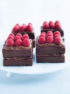 chocolate berry layer cake