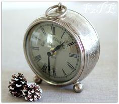 sweet little clock.