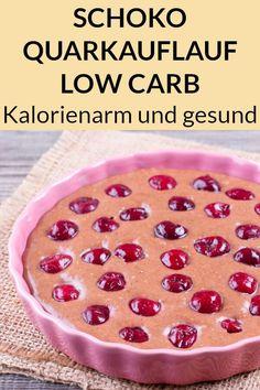 Dieser Quarkauflauf mit Kirschen ist Low Carb, kalorienarm und gesund. Hier findest du das zuckerfreie Rezept zum Abnehmen. #gesund #rezept #abnehmen