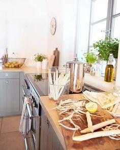 Vidiecka kuchyňa: Kuchynskí pomocníci, uskladnenie, nábytok - v