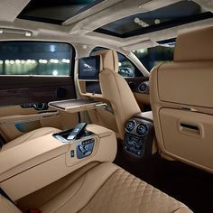 Jaguar XJ interior via @thisisamans.toy