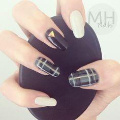 Tartan nailart using muted green, black, gold, + cream | #nails nail plaid