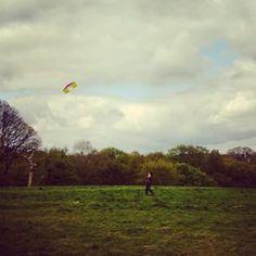 @janettesvn Instagram photos   #Flying #kites on #HampsteadHeath with #thekids #somuchfun #amazingview #viewoverthewholecity #Hampstead #NW3 #London #instalondon