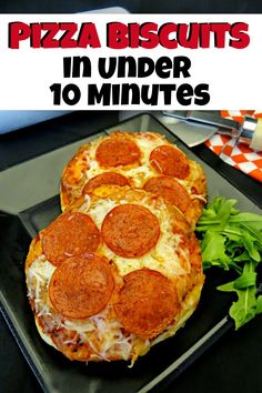 Biscuit Pizza for kids in under 10 minutes. Quick Pizza recipe that is easy for kids to make. Have lunch or dinner on the table with a delicious quick mini biscuit pizza recipe. Quick Pizza, How To Make Pizza, Easy Kid Friendly Dinners, Easy Meals, Mini Pizza Recipes, Dinner Recipes, Kid Recipes, Recipies, Snack Recipes