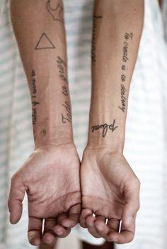 Ideias de Tattoo Masculina Pequena | Frases e geométrica