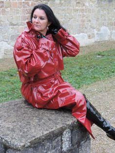 Red Raincoat, Vinyl Raincoat, Imper Pvc, Plastic Mac, 70s Fashion, Womens Fashion, Pvc Coat, Rain Wear, Blouse