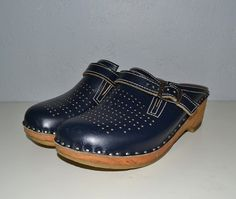 Vintage leather clogs / wooden sole / navy blue / by IngridIceland