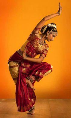 Graceful Bharatanatyam Dance Representing the Indian Culture – Red Salt Cuisine Restaurant Bollywood, Art Indien, Isadora Duncan, Indian Classical Dance, Dance Movement, Folk Dance, Dance Music, Music Dress, Latin Dance