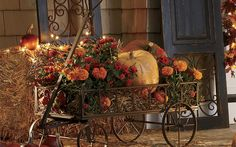 5 Simple Halloween Decorating Ideas for your Home. See these creative ideas to decorate your front porch & interiors with fun Halloween inspiration. Halloween Veranda, Fall Halloween, Autumn Decorating, Porch Decorating, Decorating Ideas, Decor Ideas, Thanksgiving Decorations, Seasonal Decor, Happy Thanksgiving