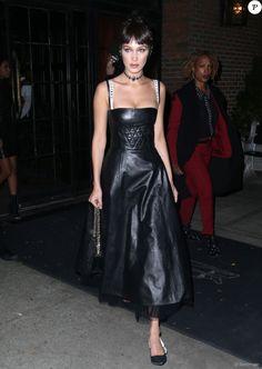Bella Hadid quitte son hôtel de New York le 25 octobre 2016.