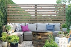 New Modern Rustic Outdoor Privacy Screen + The Rest Of My Patio Sichtschutz im Freien mit Sherwin-Wi Outdoor Screens, Privacy Screen Outdoor, Outdoor Walls, Outdoor Living, Deck Privacy Screens, Privacy Wall On Deck, Outdoor Rooms, Diy Patio, Backyard Patio