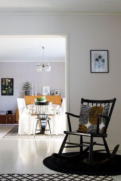 Olohuone, ruokailuhuone, keinutuoli, 50-luku, koristetyyny, Mehiläispesä, Marimekko Living room, dining room, rocking chair, midcentury, decorative pillow, throw pillow