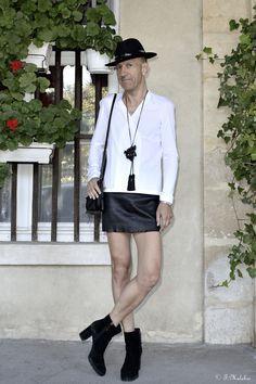 Lutin Folie, fashionblogger Paris Guys In Skirts, Boys Wearing Skirts, Mode Alternative, Alternative Fashion, Men In Heels, Belly Shirts, Style Masculin, Man Skirt, New Mens Fashion