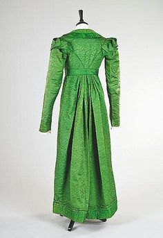 An emerald green figured silk pelisse robe, circa the fabric woven with stylised pineapple repeats, edged and piped in satin, with overlapping tabbed mancherons to the shoulders, attached matching belt. Vintage Outfits, Vintage Dresses, Vintage Fashion, Historical Costume, Historical Clothing, Historical Dress, Regency Dress, Regency Era, 19th Century Fashion