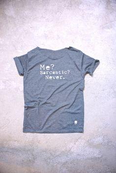 "T-Shirt in grau mit Spruch ""Me? Sarcastic? Never."", Mode für Mann und Frau / Shirt in grey with slogan ""Me? Sarcastic? Never."" Fashion for men and women by gegoART via DaWanda.com"
